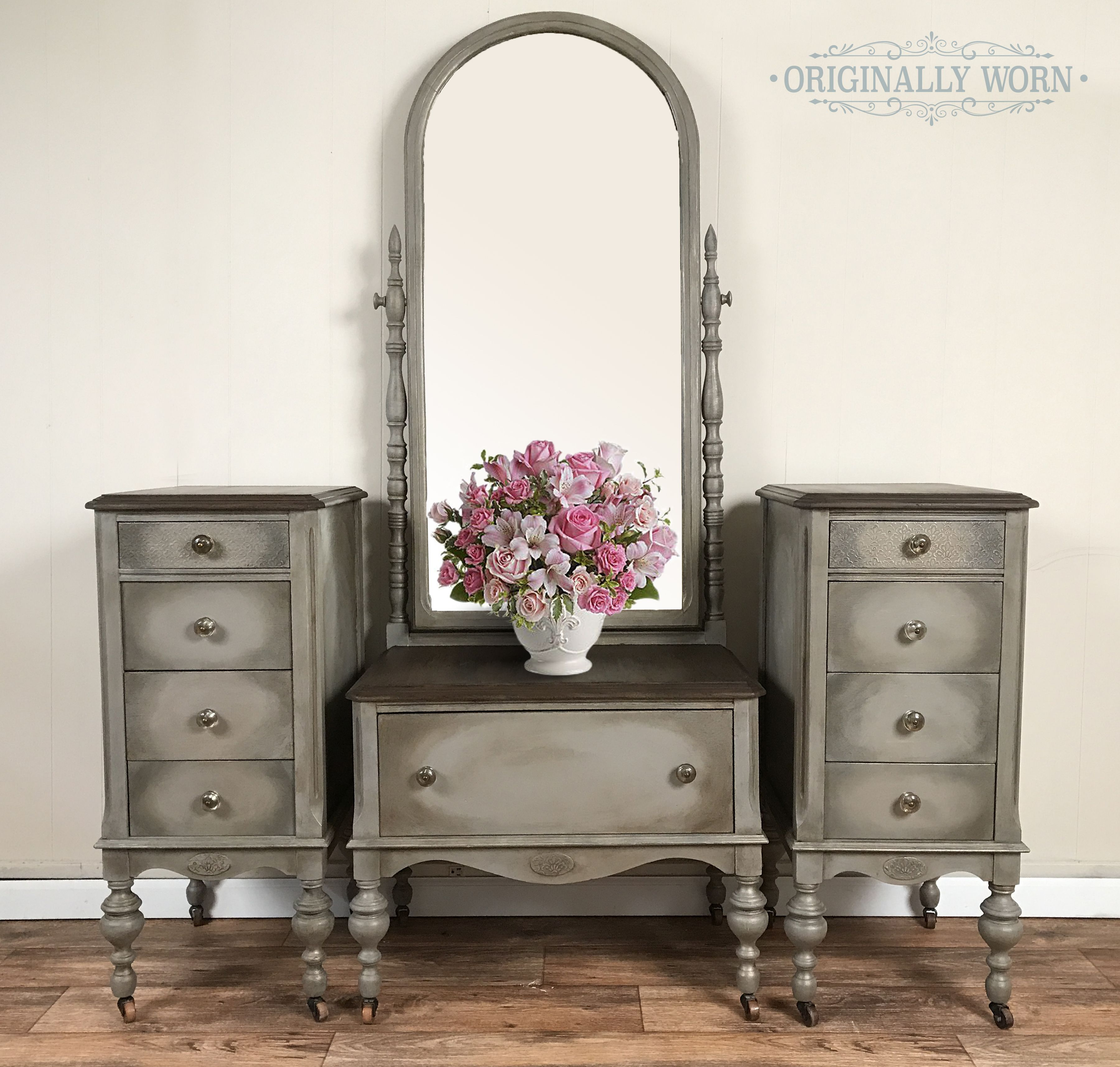 painted in annie sloan chalk paint it is french linen with a halo dry brush of a graphite. Black Bedroom Furniture Sets. Home Design Ideas