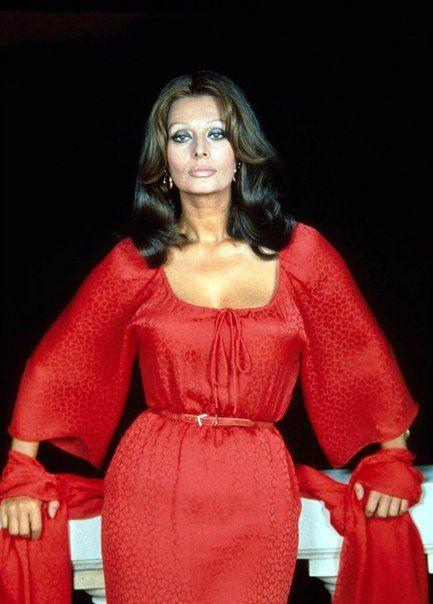 фото Софи Лорен, Софи Лорен красное платье | Women | Sophia loren, Italian actress, Women