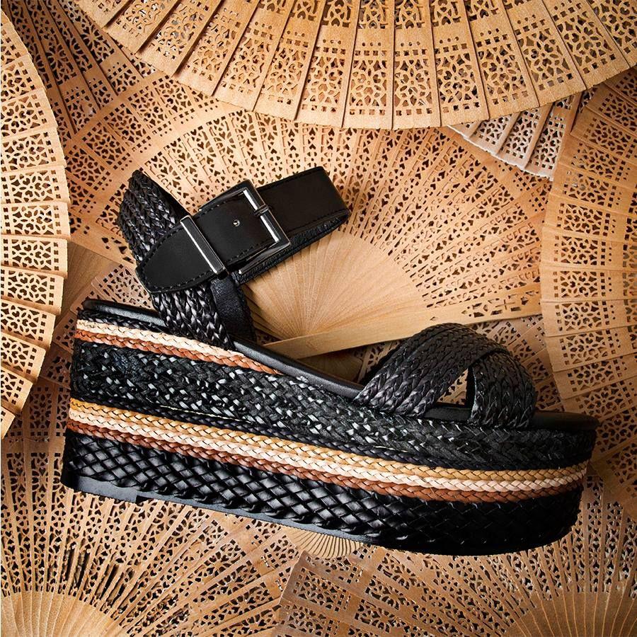 35e6d2c2dce Sandalia con plataforma de rafia Exe shoes
