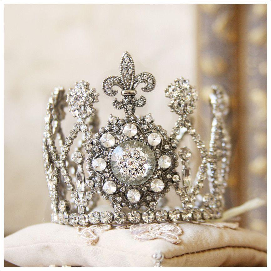 Petite Fleur De Lis Crown