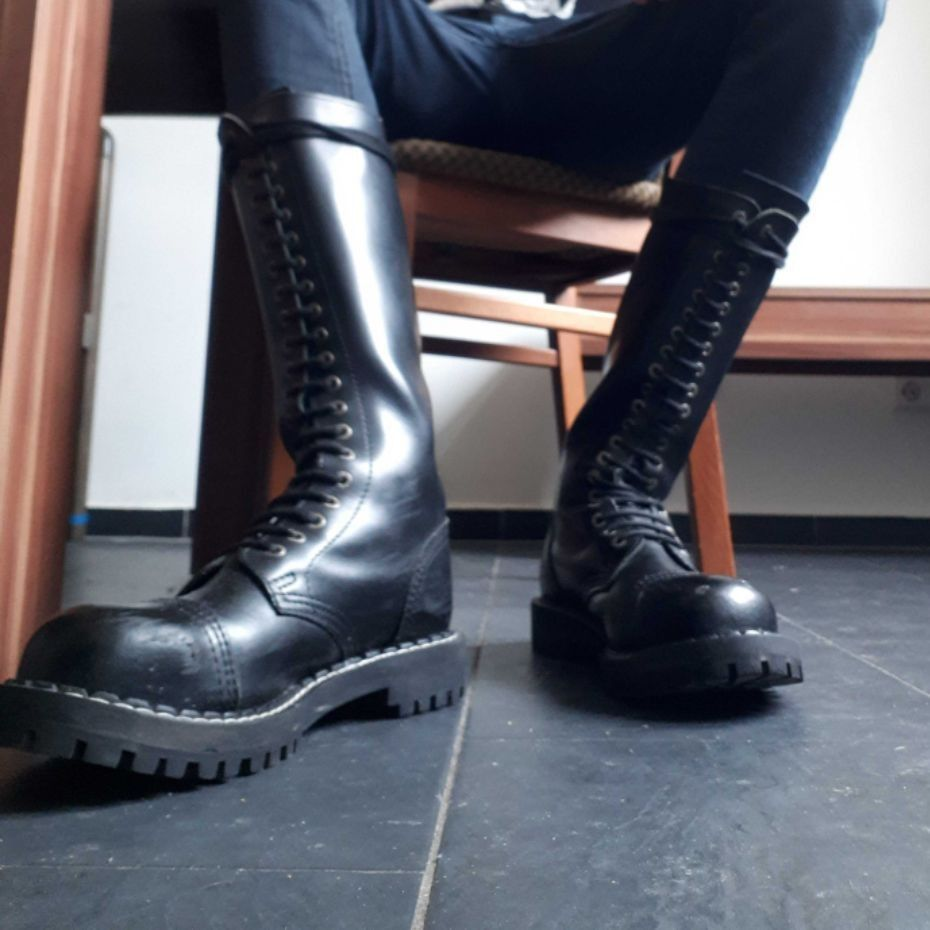 Boot gay skinhead