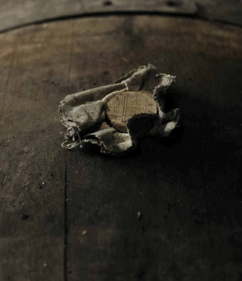 """A little vocabulary: this is not a simple wooden cork but a """"bung"""" and its """"bung cloth"""" which help to control the evaporation of the cognac.   NB: the grain of the wooden bung is lined up with that of the barrel - do you know why?"""