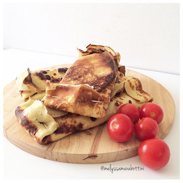 Crêpes salate farcite con stracchino e pomodorini