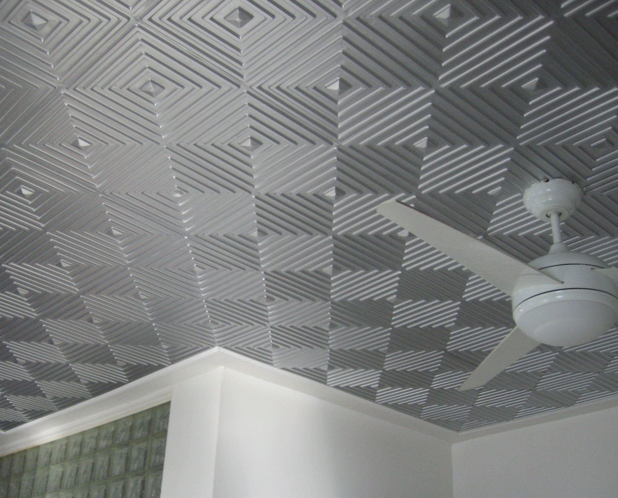 Awesome gray silver ceiling tile idea with cool geometric stripes ceiling designhave a good looking ceiling with elegant faux tin ceiling tiles ideas dailygadgetfo Image collections