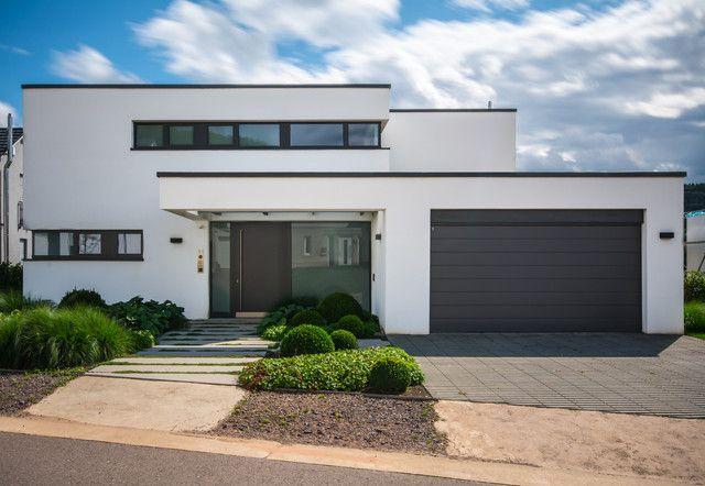Einfamilienhaus neubau mit doppelgarage modern  Pin von Kai Assmann auf Haus | Pinterest | Hauseingang ...