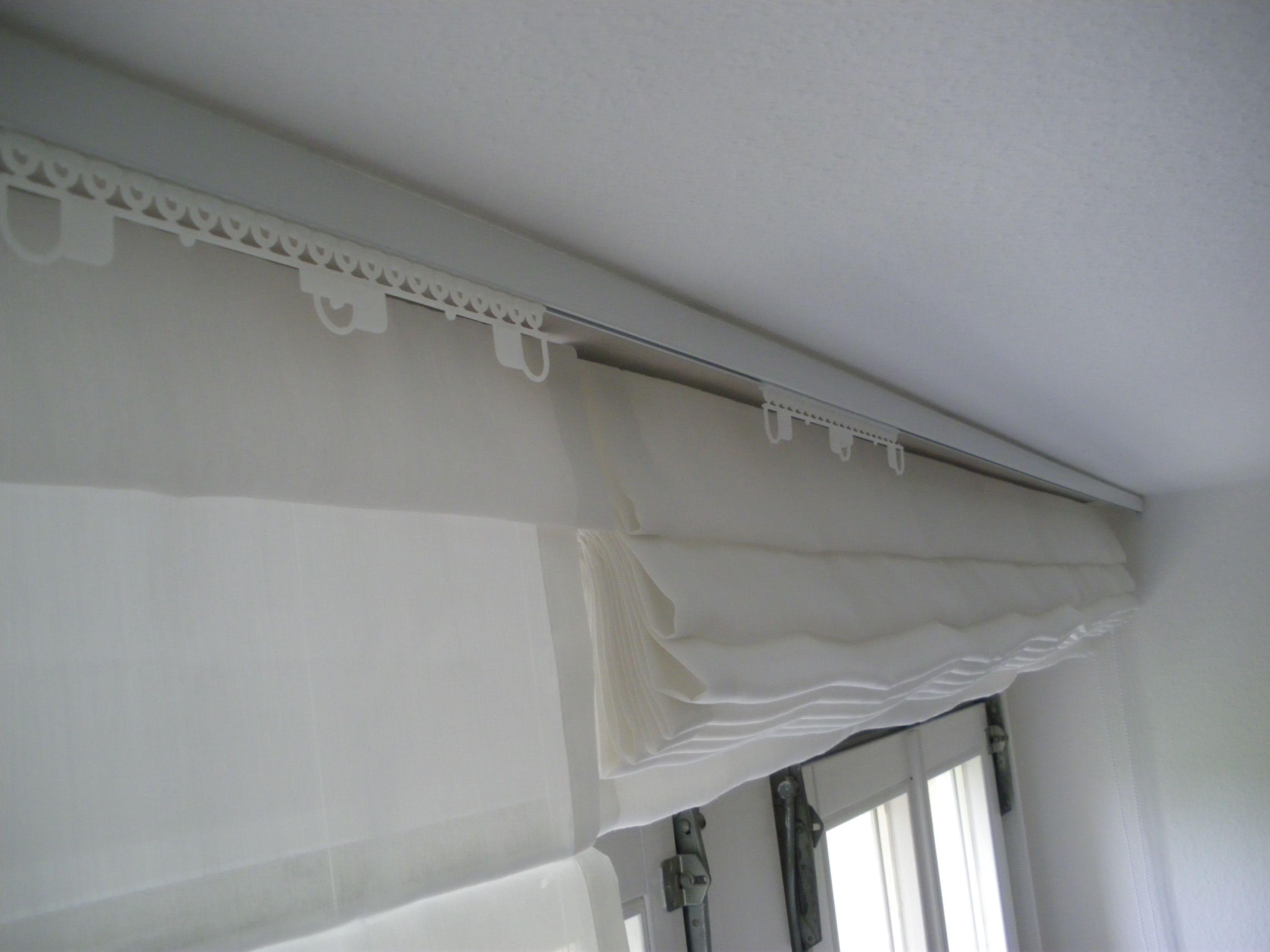 raffrollo frisch auf das system gebracht im vorderen lauf der gardinenschiene sind gleiter. Black Bedroom Furniture Sets. Home Design Ideas