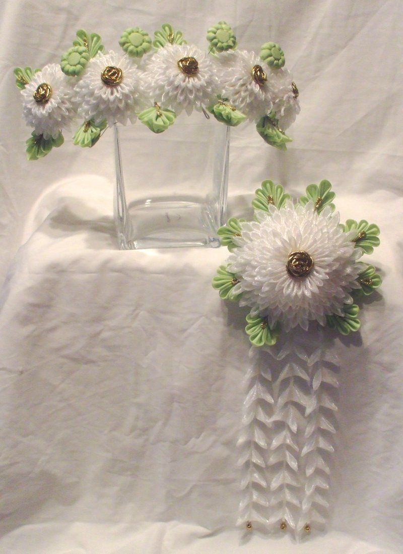 White chrysanthemum set by EruwaedhielEllethviantart on