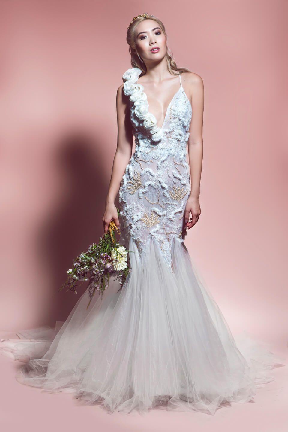 Alisha Este bello vestido sirena, está hecho en chantilly y amplios ...