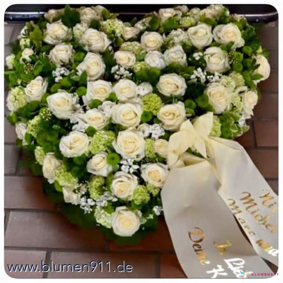 Herzgesteck Grabgesteck Grabschmuck Herz Trauerfloristik  Blumen