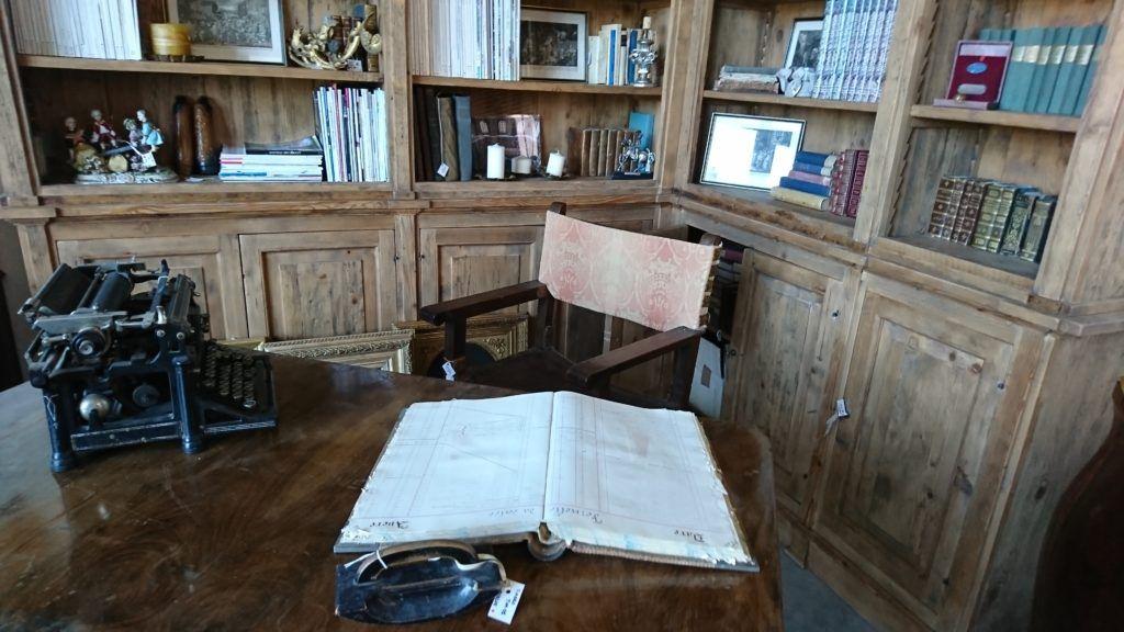Arredamento Ufficio Vintage : Dettagli vintage un elegante angolo di studio dal sapore antico