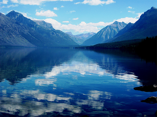 glacier national park, Montana - One of the TOP 10 PLACES TO CAMP IN THE US.  There are tips of where to stay and what to do! #camping