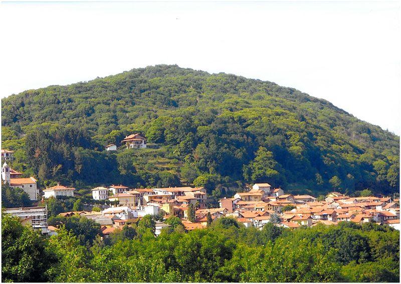 Colazza, piccolo borgo delle colline del Vergante, la terrazza sul ...