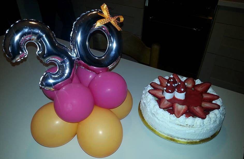 Torta fatta da me per il compleanno di mia sorella e palloncini ...