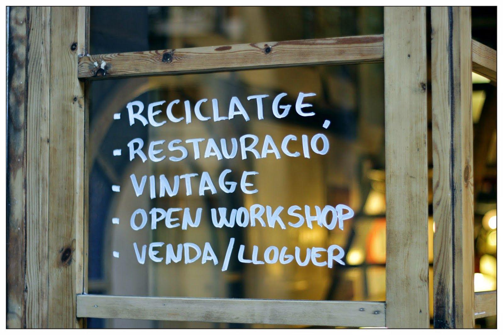 En Valnot podrás encontrar objetos retro, decoración vintage y con personalidad, reciclaje, un taller de restauración e incluso un open workshop para que puedas restaurar tu mismo tus muebles.