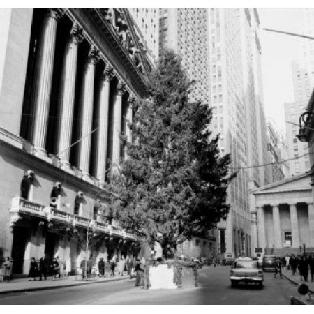 USA New York City Huge Christmas Tree in front of New York Stock Exchange Canvas Art - (24 x 36)