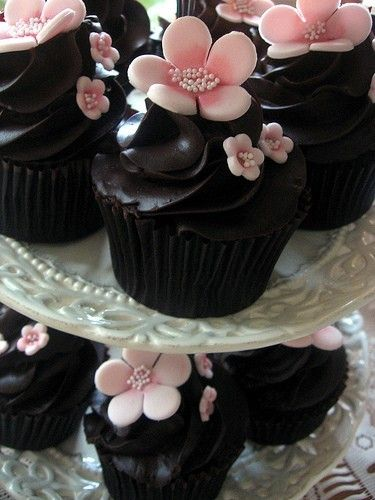 black and pink cupcakes
