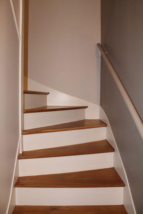 r novation escalier bois d capage marches pour les ramener en bois brut vernis mat et peinture. Black Bedroom Furniture Sets. Home Design Ideas