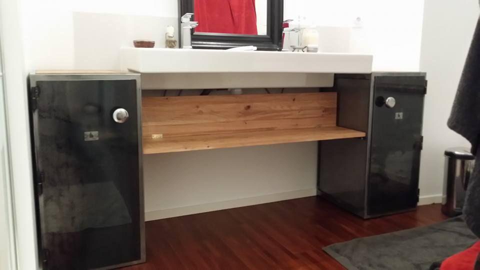 Meuble de salle de bain sur mesure composé de 2 casiers de style - relooker un meuble en pin