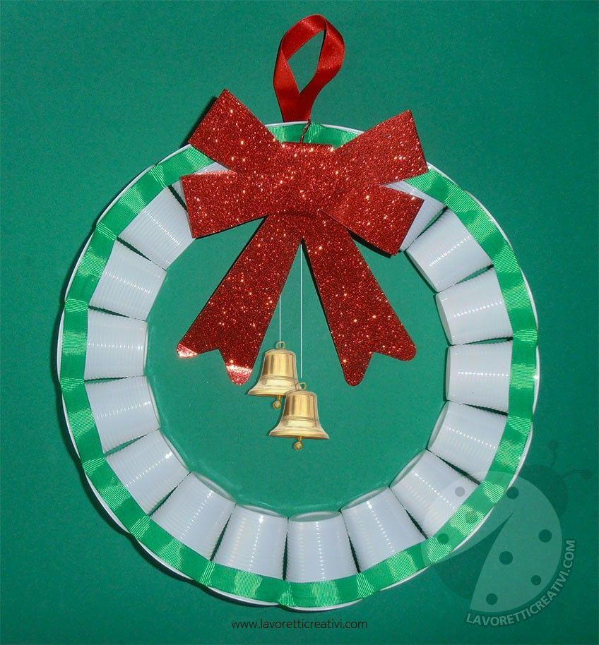 Ghirlanda con bicchieri di plastica per addobbi di natale for Addobbi per la classe natale