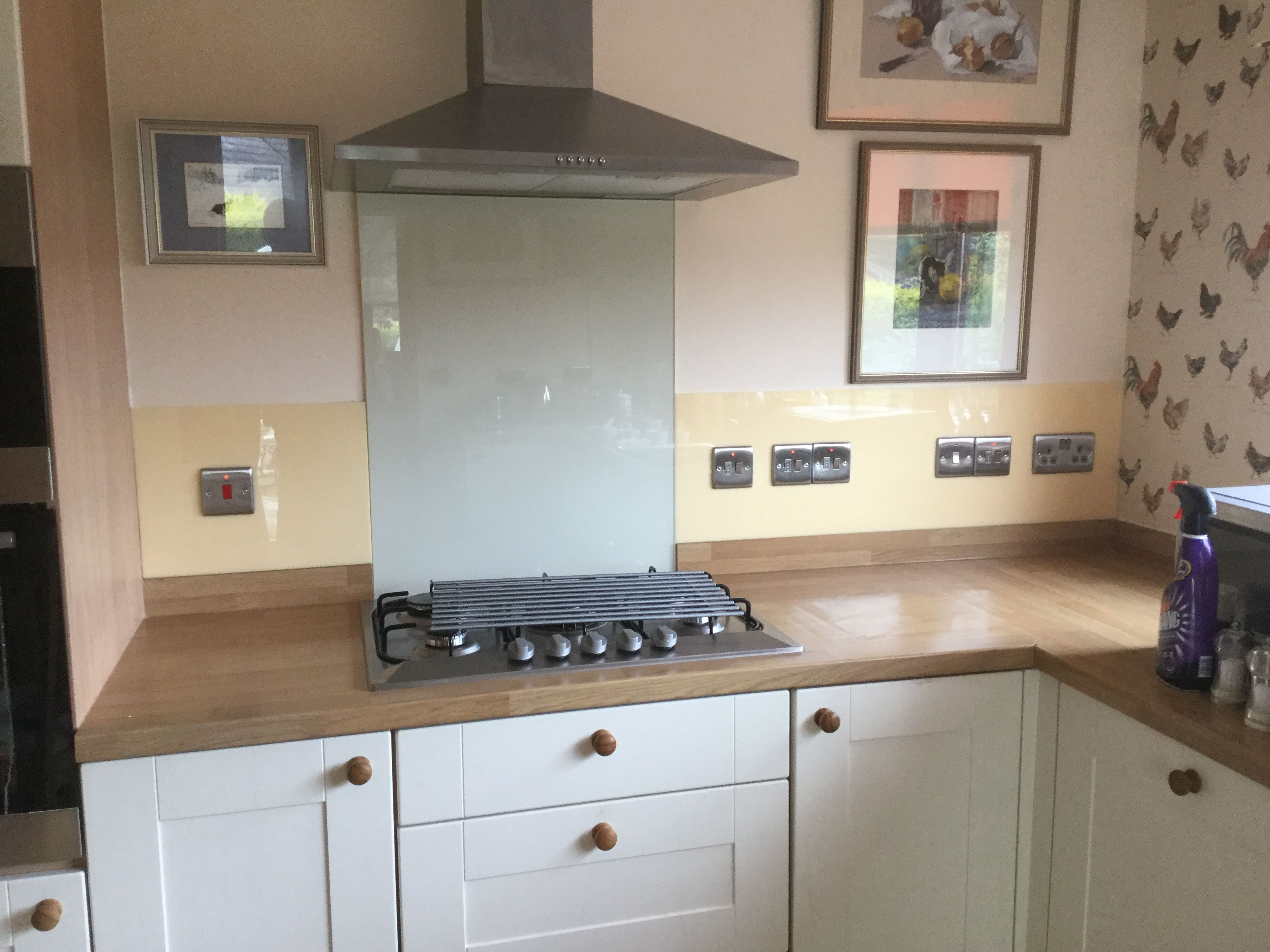 Cream Acrylic Has Been Used To Make A Beautiful Splashback In This Country Kitchen Acrylic Kitchen Splashbacks Country Kitchen Splashback