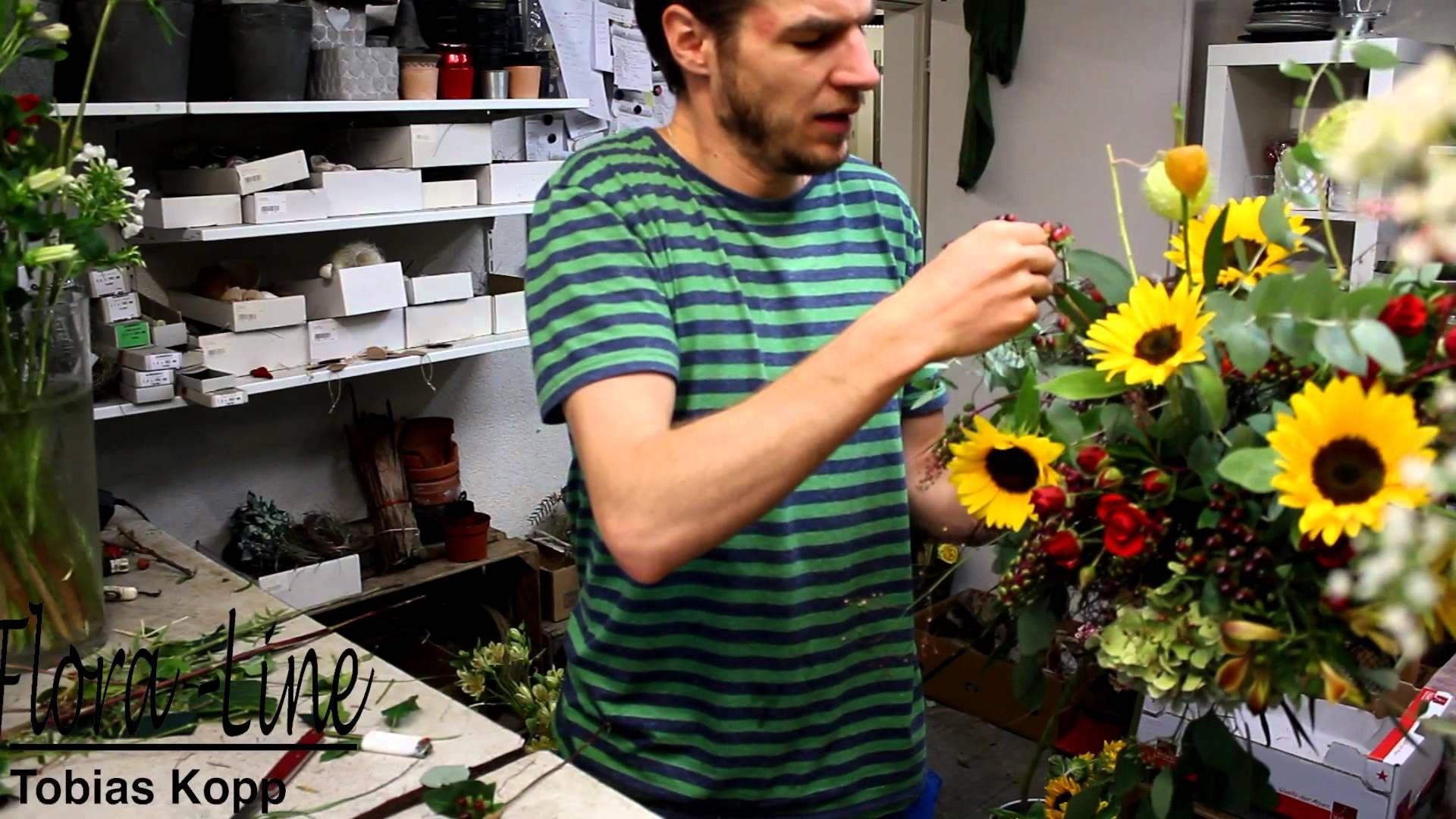 lockerer herbststrauss mit sonnenblumen selber binden sonnenblumen helianthus annuus. Black Bedroom Furniture Sets. Home Design Ideas