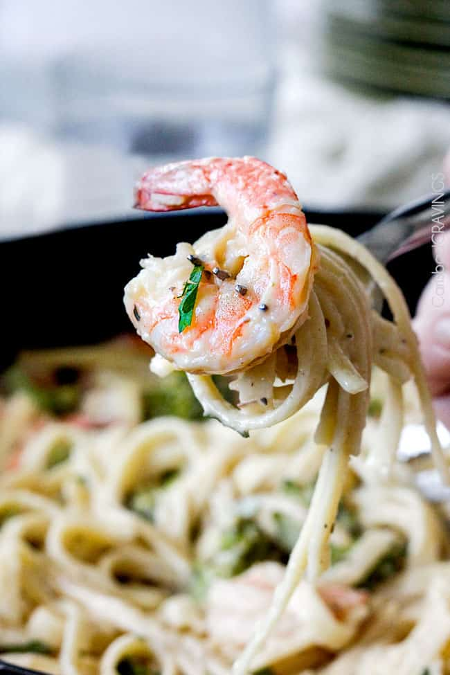 Roasted Shrimp Fettuccine Alfredo (Lightened up!) - Carlsbad Cravings #shrimpfettuccine