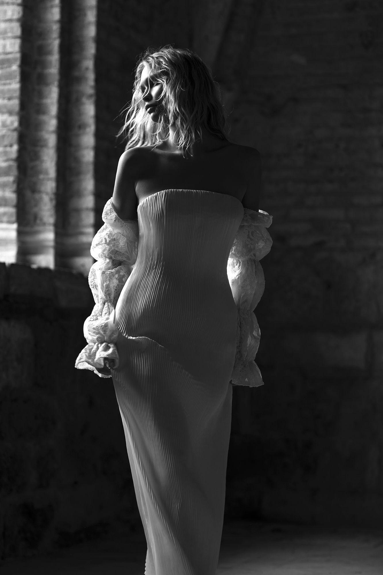 Brautkleid von Sebastien Luke | Sehen Sie mehr auf The Lane … | #Hochzeit #Kleid #Braut   – BRIDAL.