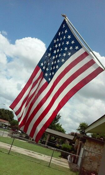 The only colors and the only flag that should always FLY HIGHER IN THIS COUNTRY.than any other flag......in the   UNITED STATES OF AMERICA ...... #GodBless