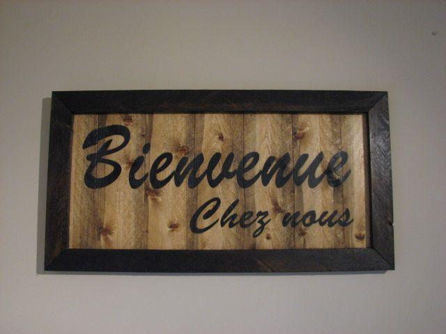 Bienvenue Chez nous, wood sign