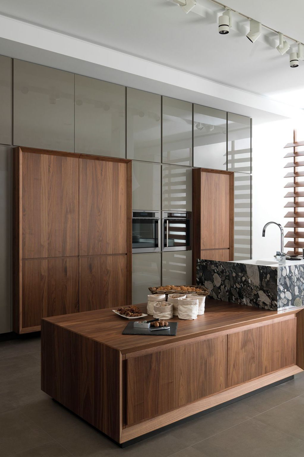 Cuisine contemporaine : blanche, moderne, en bois, noire, chic