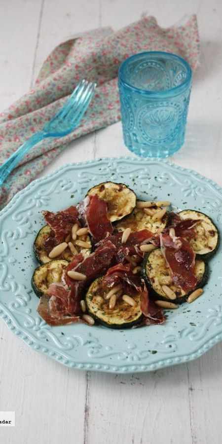 Ensalada de calabacines y jamón ibérico con aderezo agridulce. Receta