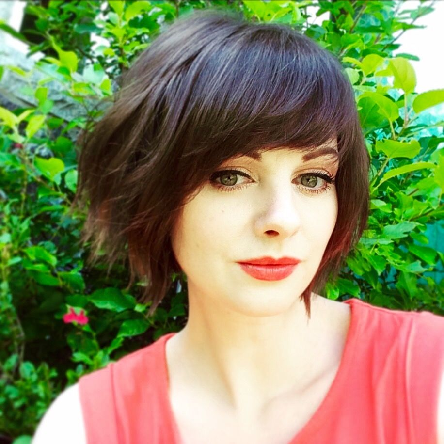 Textured Bob With Heavy Side Fringe Side Bangs Hairstyles Thick Hair Styles Short Hair With Bangs
