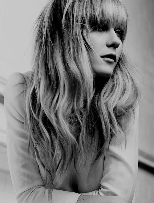 Kirsten Dunst bangs (With images) Hair styles, Hair