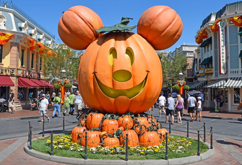 amazing when does disneyland decorate for halloween part 9 guide to disneyland halloween time - When Does Disneyland Decorate For Halloween
