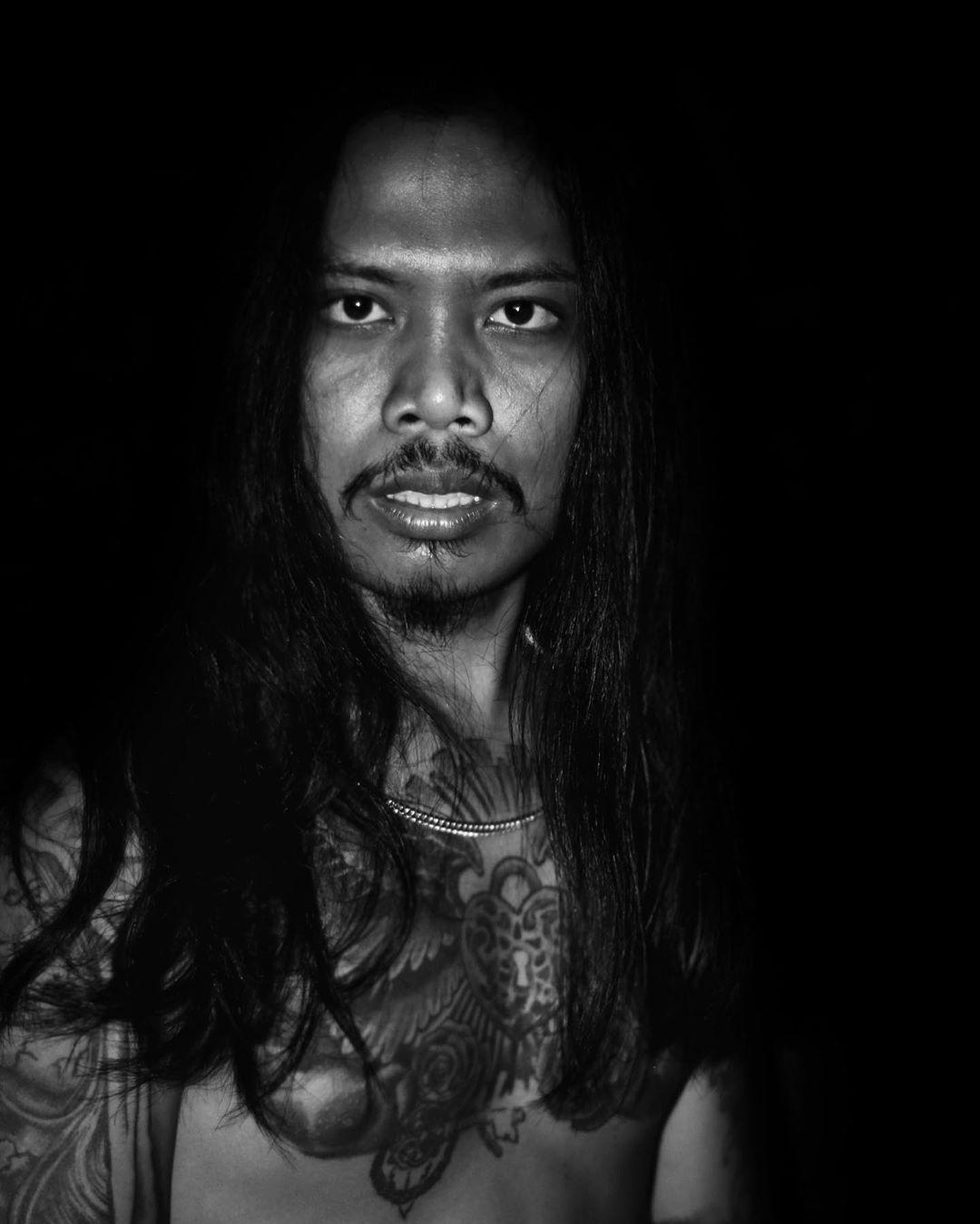 Black and white  By.@madejulius  #canon #photography #photoediting #dark #balckandwhite #blackhair #lifestyle #tattoos #tattoolifestyle #follow4like #bali #baliindonesia