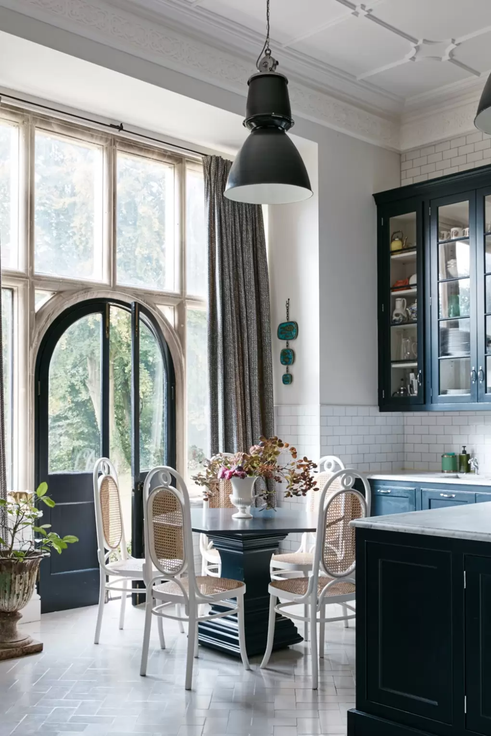 Echoes of old Hollywood glamour in the grand Victorian
