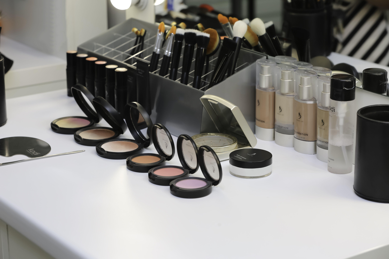 Профессиональная декоративная косметика для визажистов купить в москве продажа эйвон