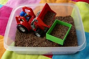 mit kindern drinnen spielen indoor sandeln indoor sandpit diy for kids pinterest. Black Bedroom Furniture Sets. Home Design Ideas