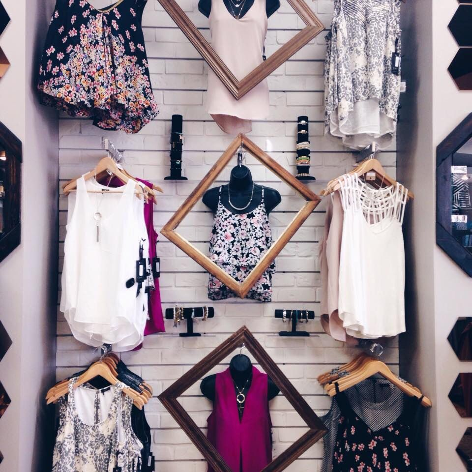 We know how to frame an outfit perfectly! #hunnistyle #womens #fashion #spring #style #merchandising