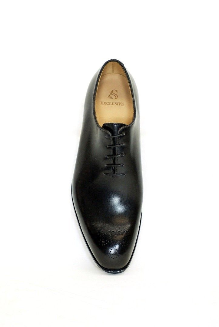One piece oxford; simple understated quality cut from fine calf leather.