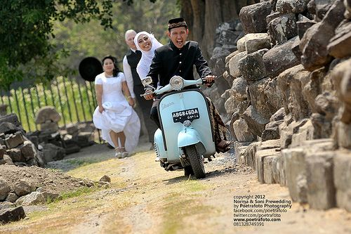 Foto Pre Wedding Vintage With Vespa Outdoor Photo At Yogyakarta