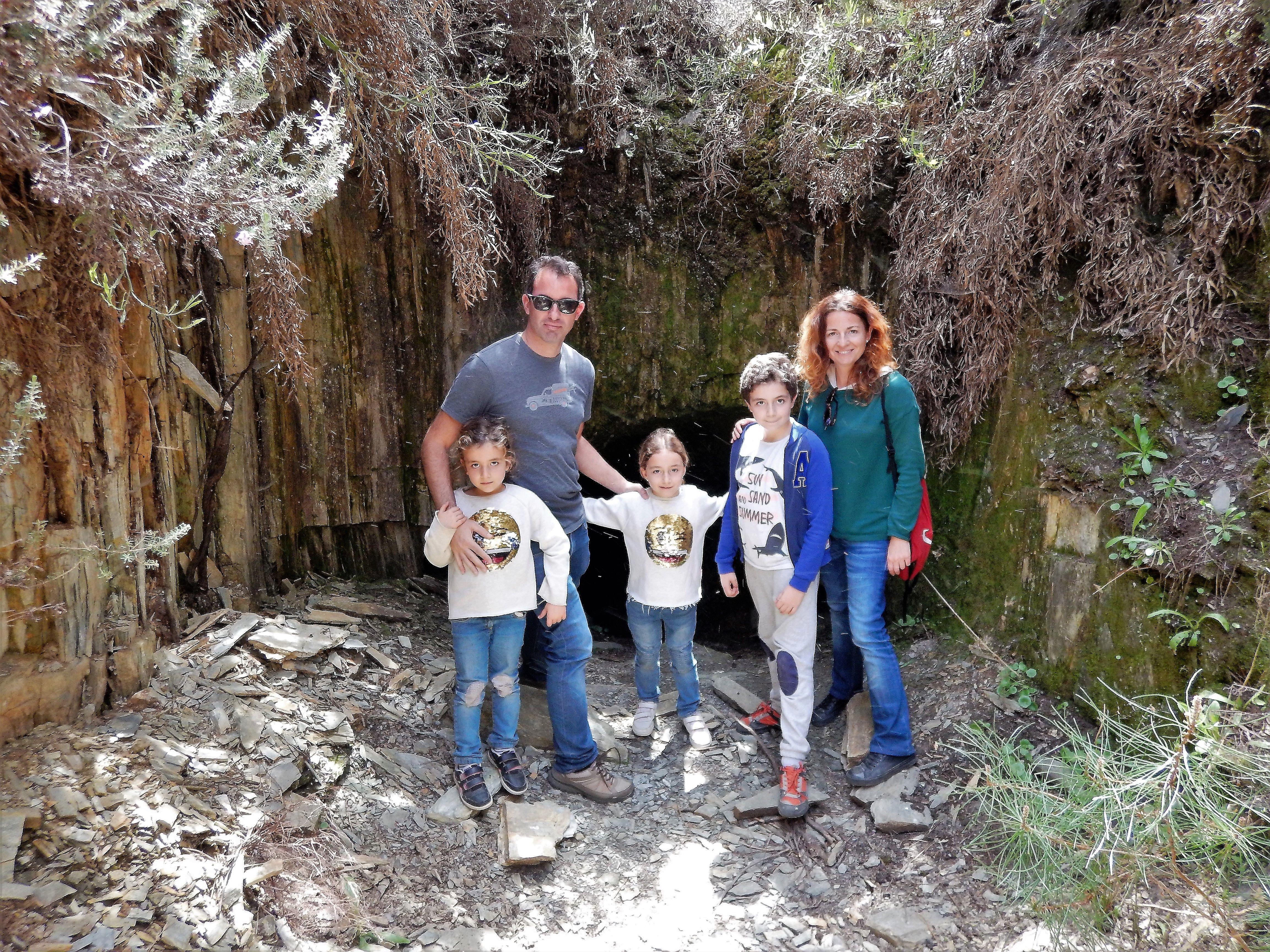 Buscando Oro En Familia Mina De Oro Senderismo Buscar Oro