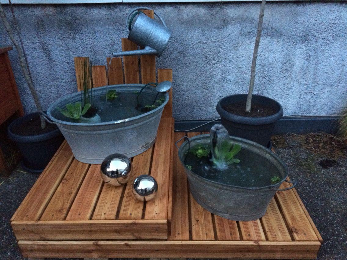 Das kleine Terassenparadis: Europaletten, Douglasie, Schrauben, Zuber, Gießkanne, Wasserpflanzen, Pumpen... Und viel Arbeit