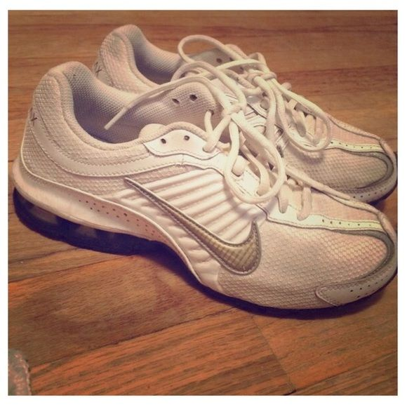 Nike relax running White & gold. Real comfortable Nike Shoes