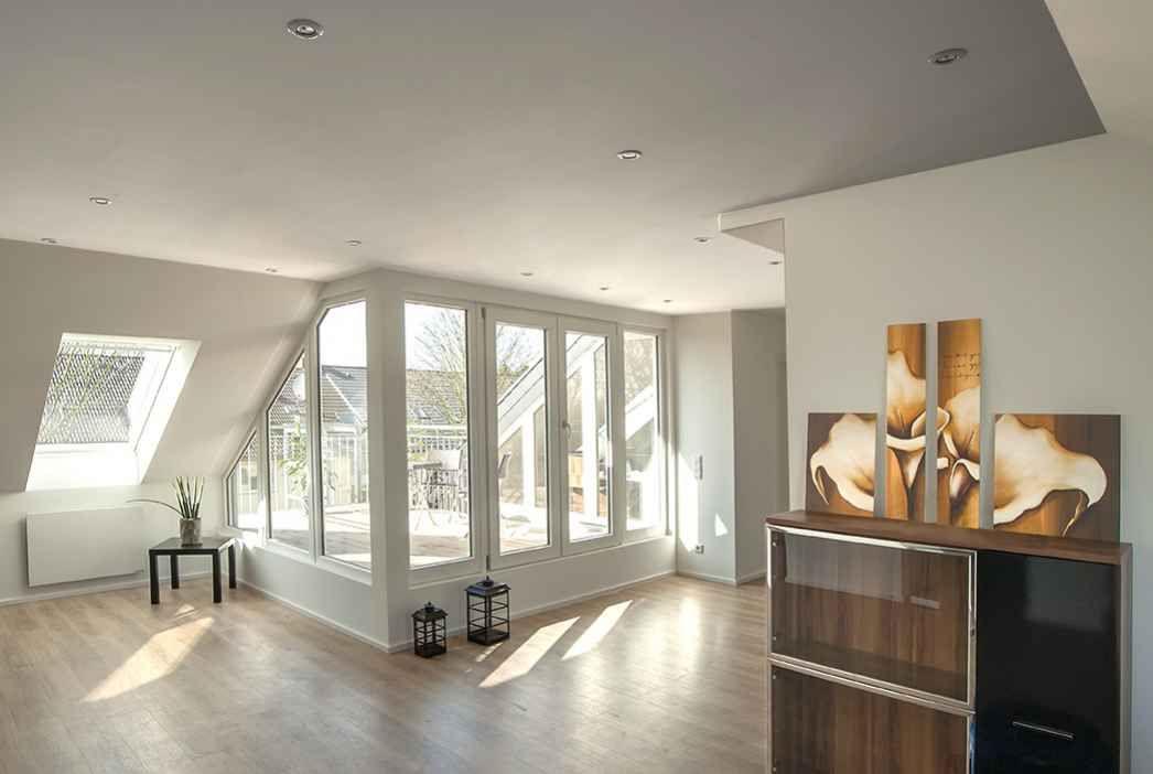 in das schr gdach wurde eine terrasse als dacheinschnitt angelegt und raumhoch verglast di. Black Bedroom Furniture Sets. Home Design Ideas