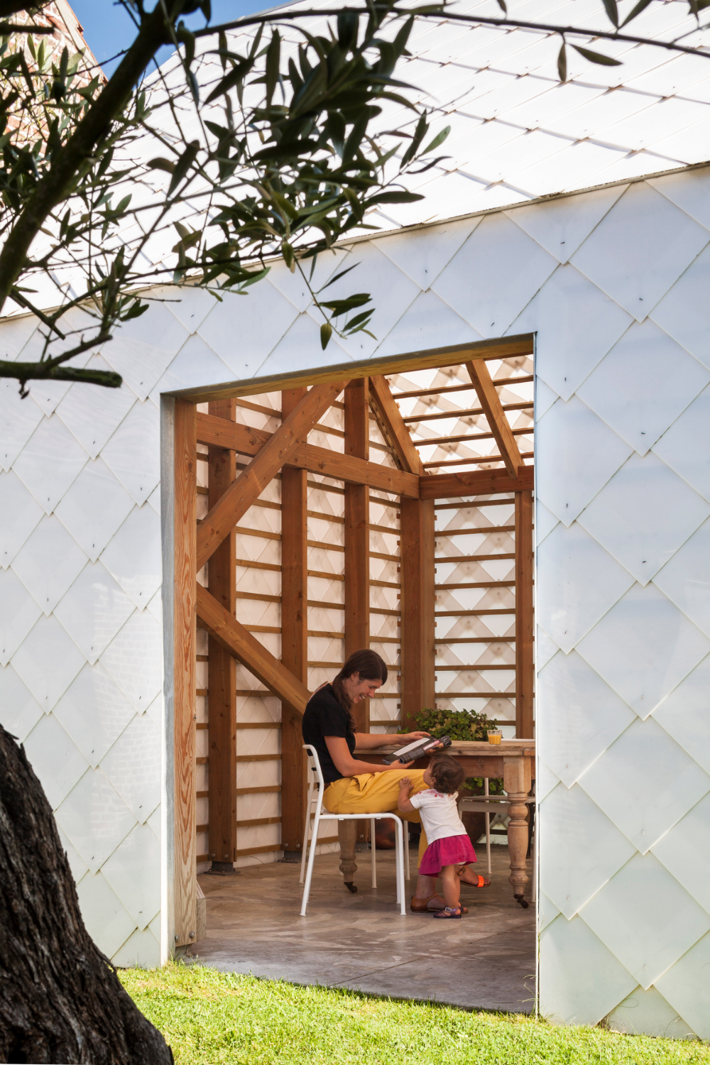 Garden Room By Indra Janda Features Translucent White Walls In 2020 Garden Room Architecture Details Architectural Inspiration