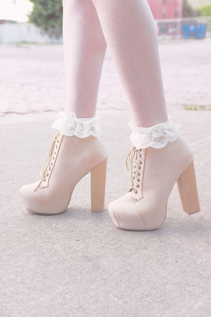 litas and lace socks