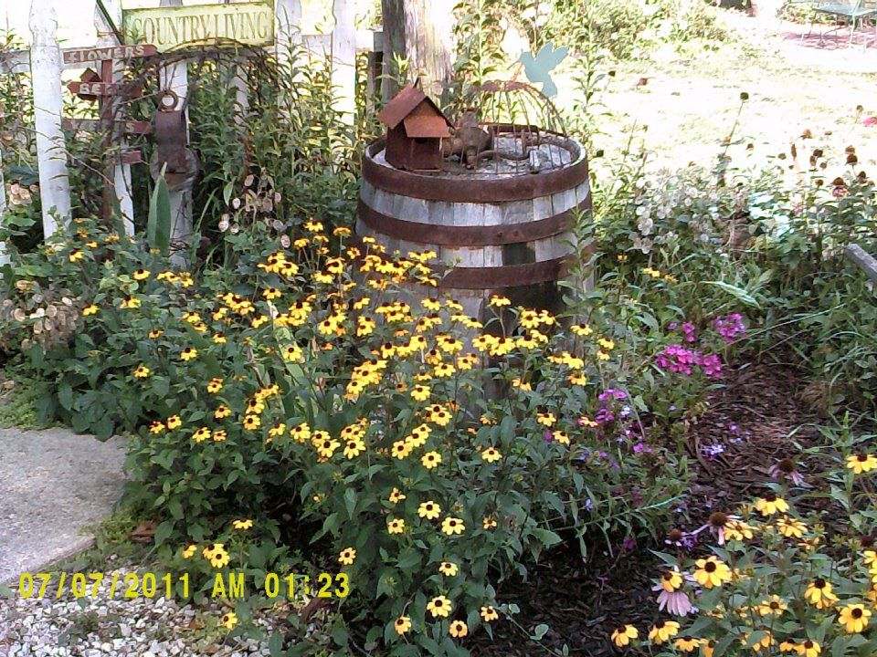 Primitive Garden Ideas Love It Primitive Outdoor Decorating