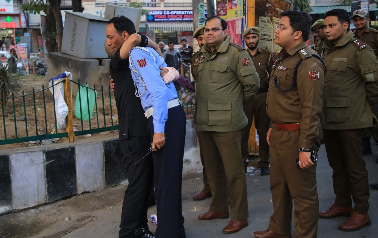 Ig Traffic Basant Rath Check The Traffic Violation Outside The Gmc