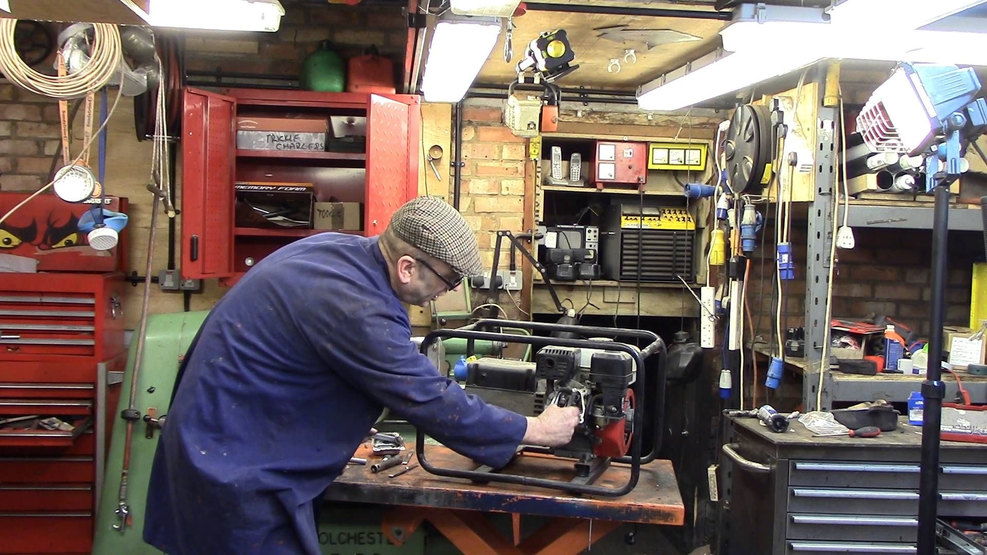 check and adjust Honda GX160 valve clearances | Honda Small